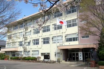 20180409 入学式当日の校舎(正門より)