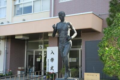 円谷幸吉像